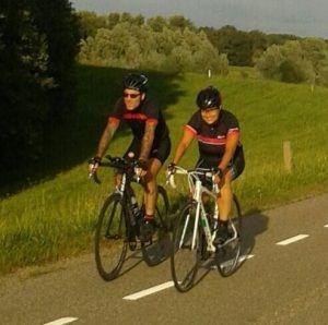 Recente foto van Verona met haar man op de fiets