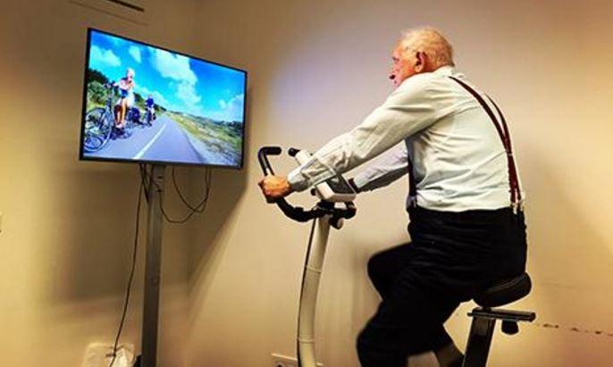 Een virtual reality fietsomgeving voortraining vanfysieke gesteldheid encognitieve vermogens