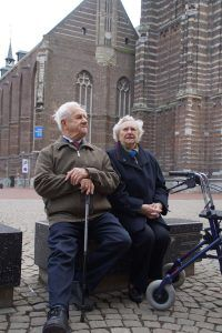 ouderen bewegen buiten