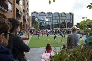 Een voorstelling van ritmische gym tijdens Sport en cultuurmarkt Gemeente Hellendoorn
