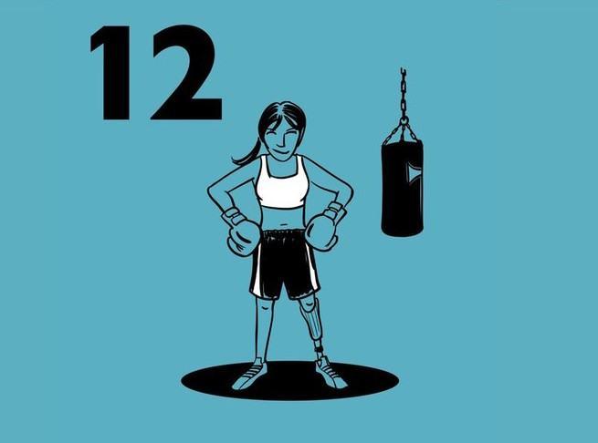 Illustratie van een vrouw met bokshandschoenen aan en de handen in de zij terwijl ze naast een bokszak staat