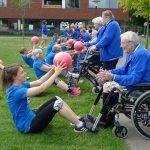 Een bootcamp waar jongeren en ouderen samen sporten