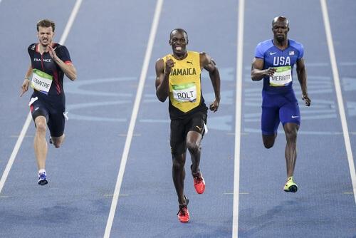 hardloopwedstrijd tussen drie mannen