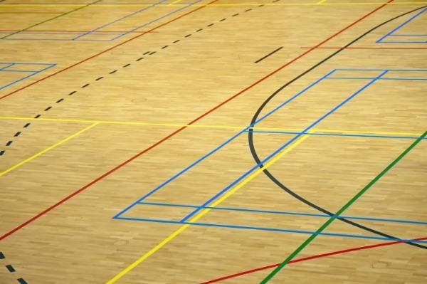 sportvloer met veel verschillende lijnen