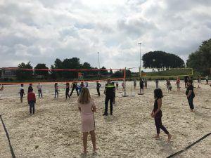 Buurtsportcoach Frank Bouterse helpt kinderen sporten in Albrandswaard 1